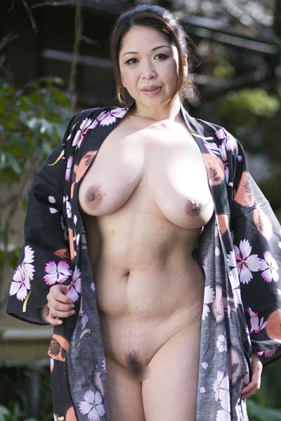 Model Natsuko Shunga in Mature Treat