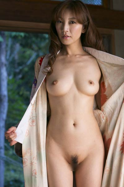 Model Ryo Hitomi in Summer Returns 1