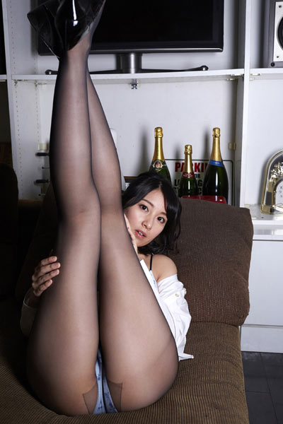 Model Yuri Kijima in Taken