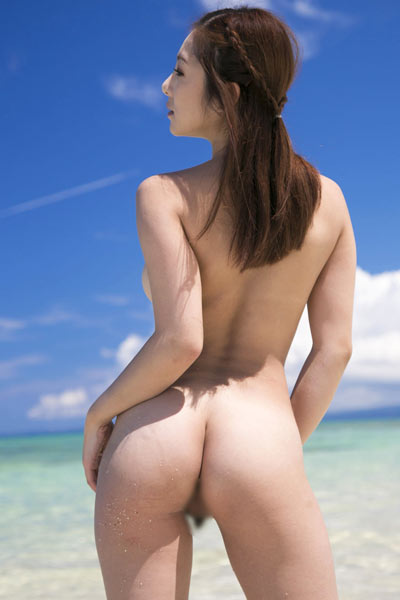 Model Minori Hatsune in Busty Skies 2
